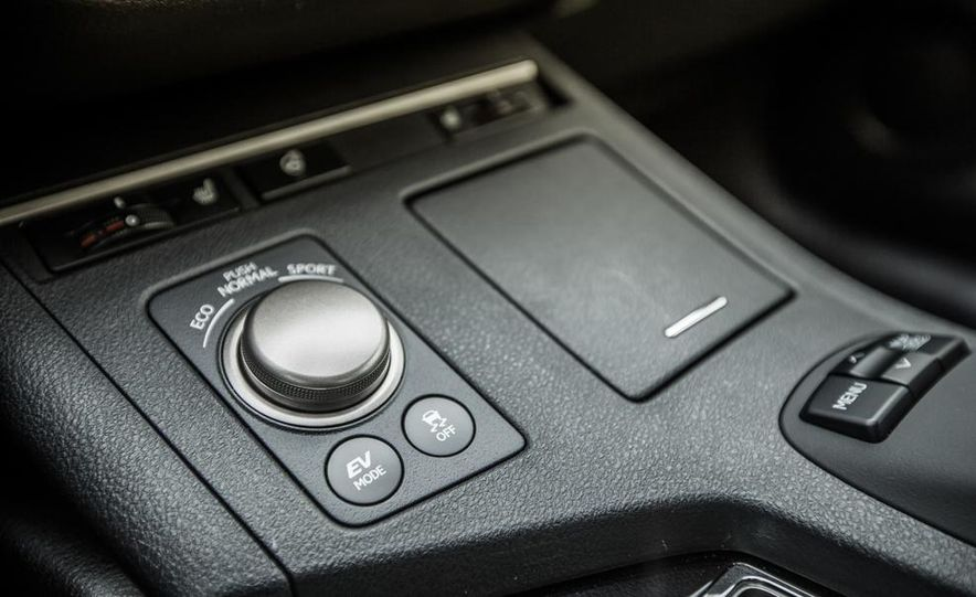 2013 Lexus ES300h - Slide 33