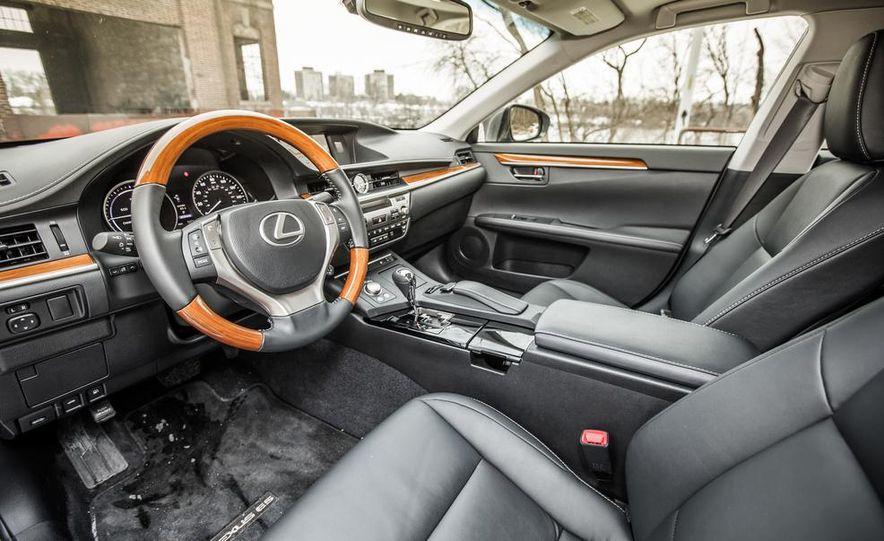 2013 Lexus ES300h - Slide 22