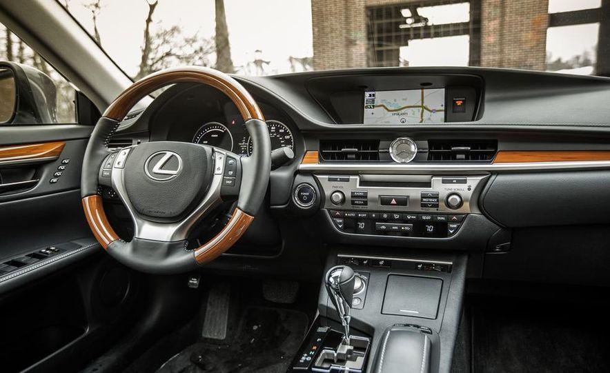 2013 Lexus ES300h - Slide 23