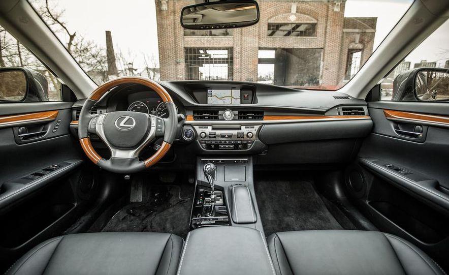 2013 Lexus ES300h - Slide 24