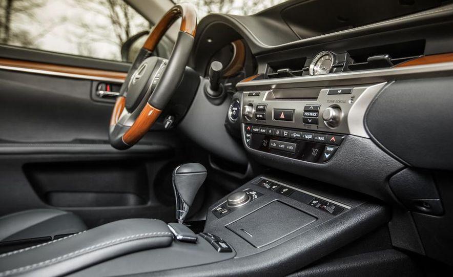 2013 Lexus ES300h - Slide 26