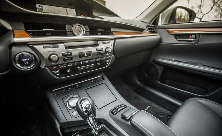 2013 Lexus ES300h - Slide 27