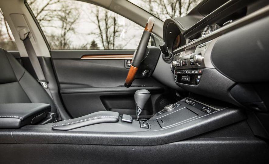 2013 Lexus ES300h - Slide 28