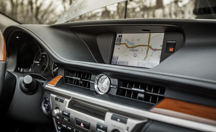 2013 Lexus ES300h - Slide 29