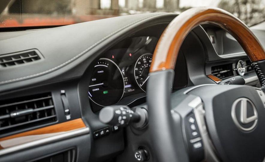 2013 Lexus ES300h - Slide 34