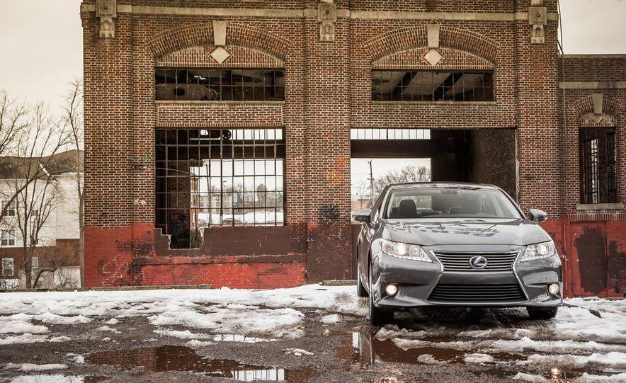 2013 Lexus ES300h - Slide 8