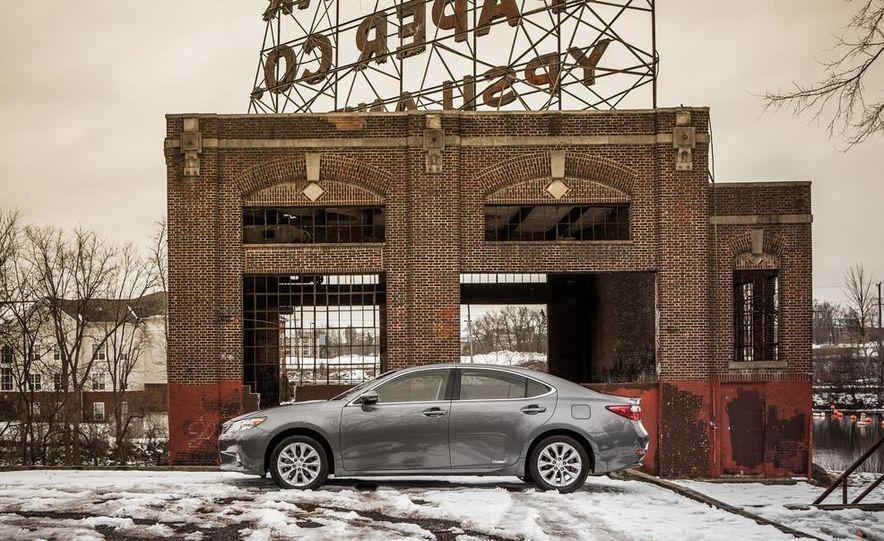 2013 Lexus ES300h - Slide 9