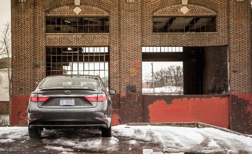 2013 Lexus ES300h - Slide 10