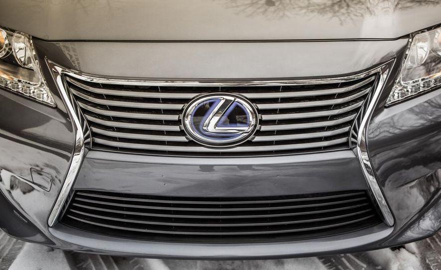 2013 Lexus ES300h - Slide 13