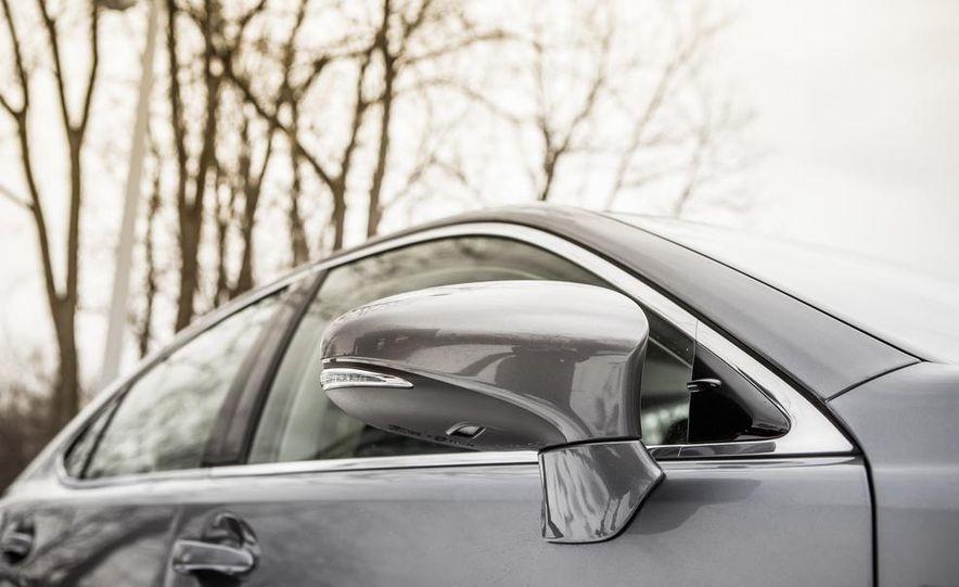 2013 Lexus ES300h - Slide 16