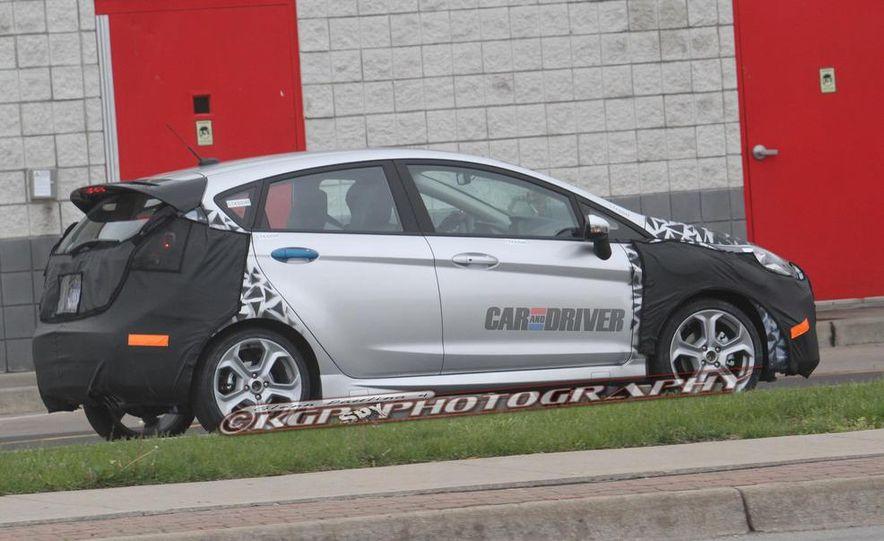 2014 Ford Fiesta ST 5-door (spy photo) - Slide 2
