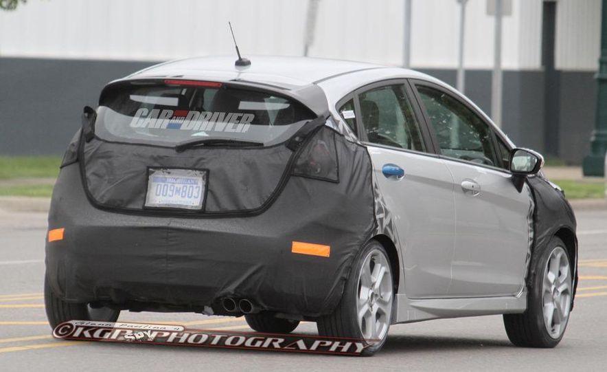 2014 Ford Fiesta ST 5-door (spy photo) - Slide 9
