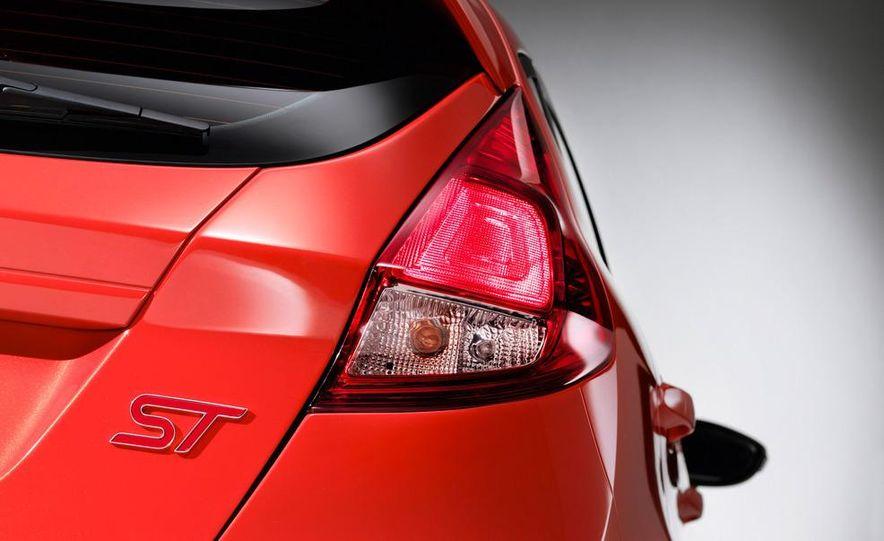 2014 Ford Fiesta ST 5-door (spy photo) - Slide 25