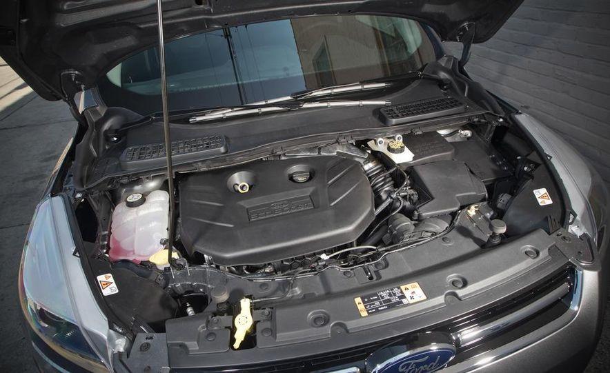 2013 Ford Escape Titanium 4WD - Slide 26