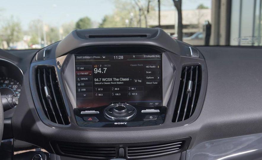 2013 Ford Escape Titanium 4WD - Slide 24