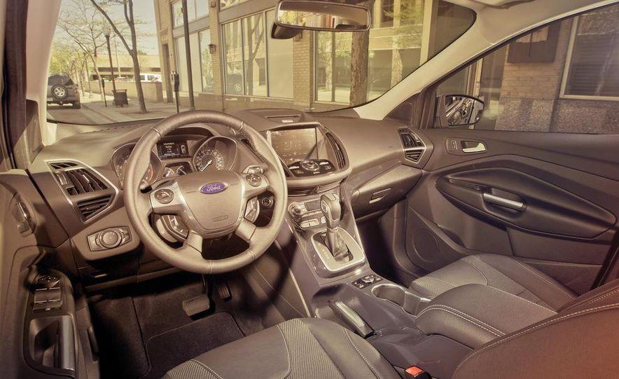 2013 Ford Escape Titanium 4WD - Slide 19