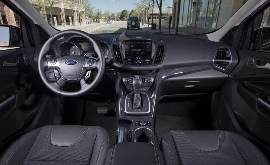 2013 Ford Escape Titanium 4WD - Slide 22