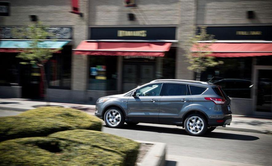 2013 Ford Escape Titanium 4WD - Slide 11