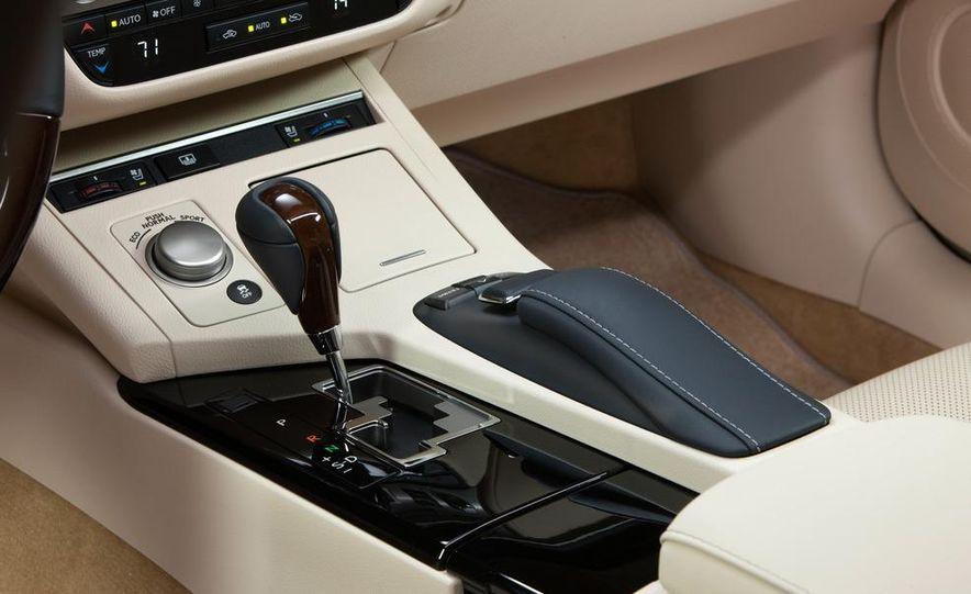2013 Lexus ES350 - Slide 26