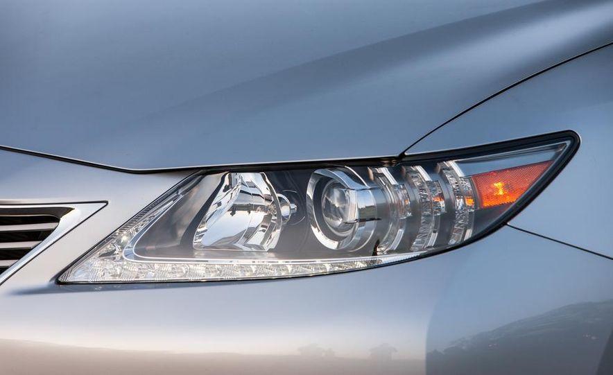 2013 Lexus ES350 - Slide 20