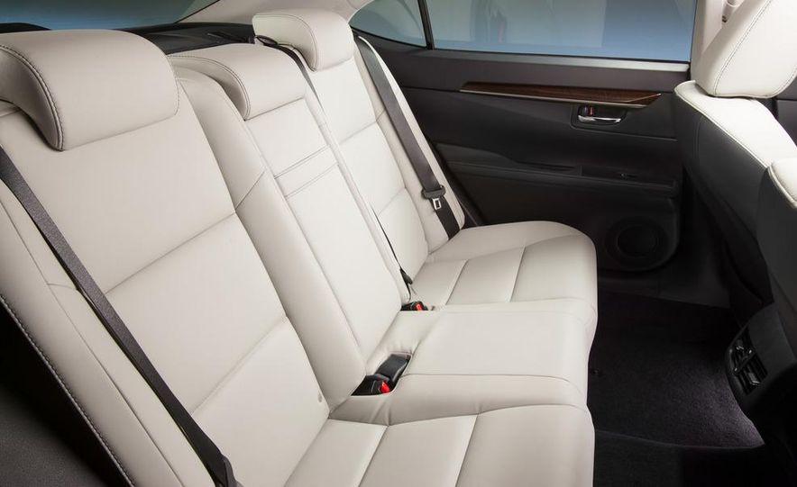 2013 Lexus ES350 - Slide 21