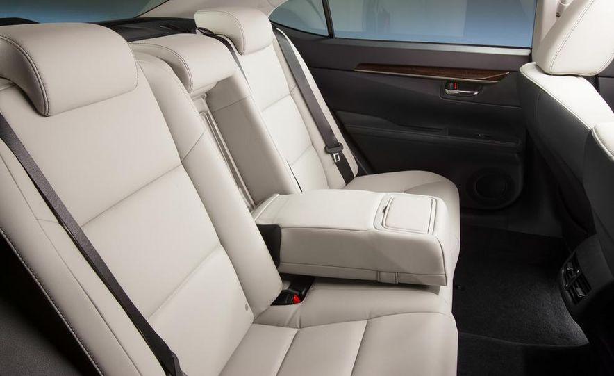 2013 Lexus ES350 - Slide 22