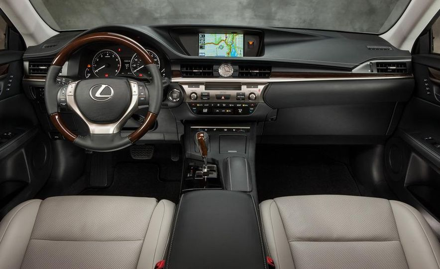 2013 Lexus ES350 - Slide 24