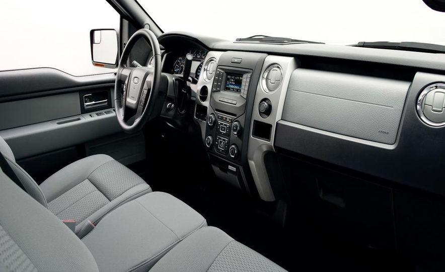 2013 Ford F-150 Lariat - Slide 28