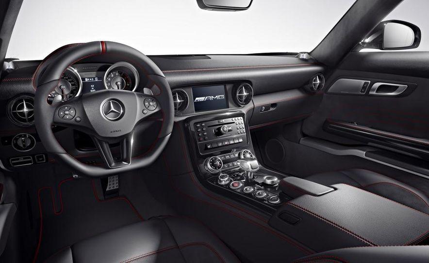 2013 Mercedes-Benz SLS AMG GT coupe - Slide 3