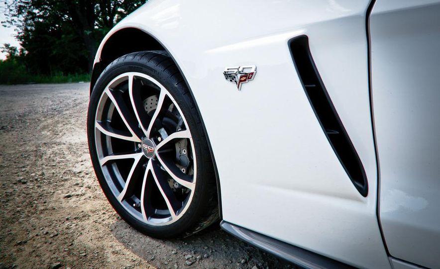 2013 Chevrolet Corvette 427 - Slide 19
