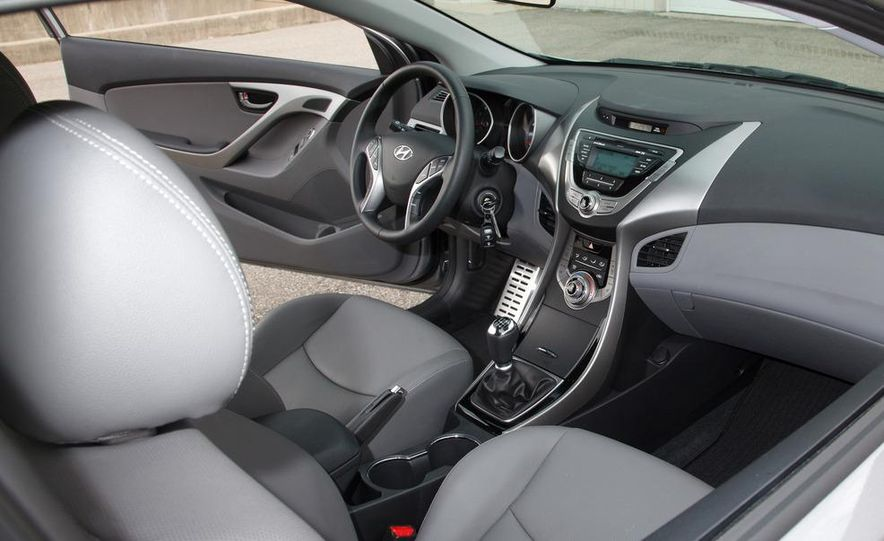 2013 Hyundai Elantra coupe - Slide 16
