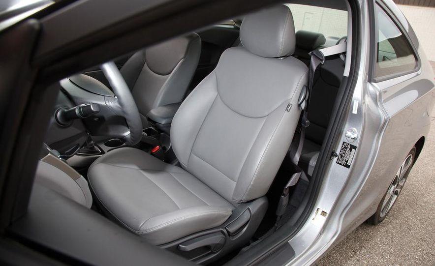 2013 Hyundai Elantra coupe - Slide 17
