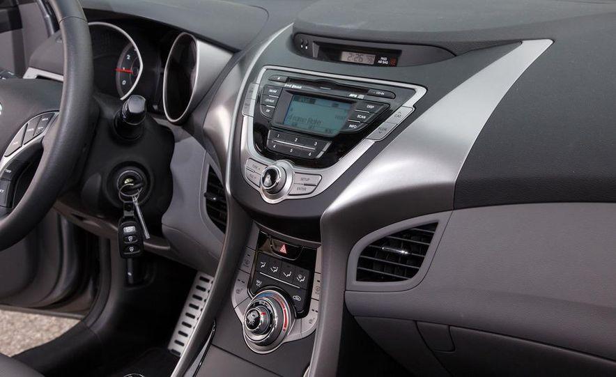 2013 Hyundai Elantra coupe - Slide 21