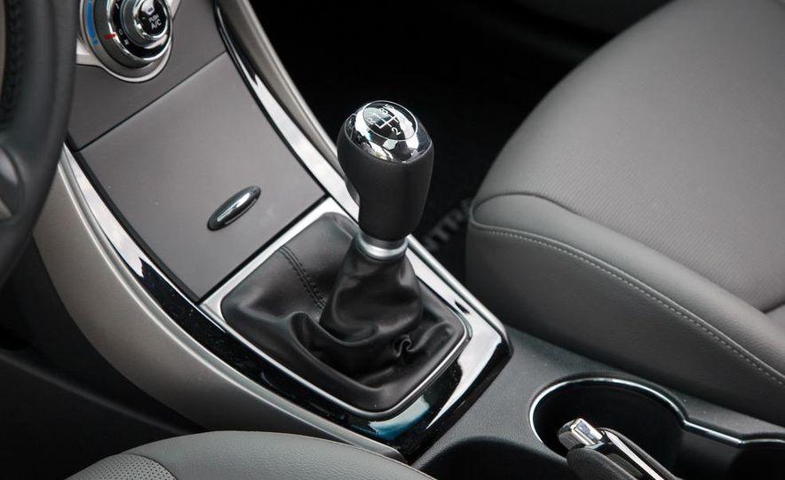 2013 Hyundai Elantra coupe - Slide 22