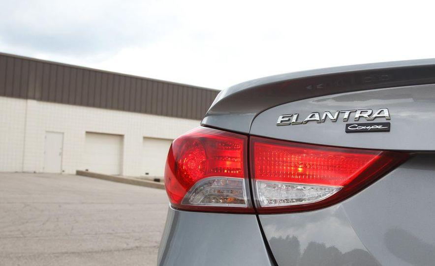 2013 Hyundai Elantra coupe - Slide 13