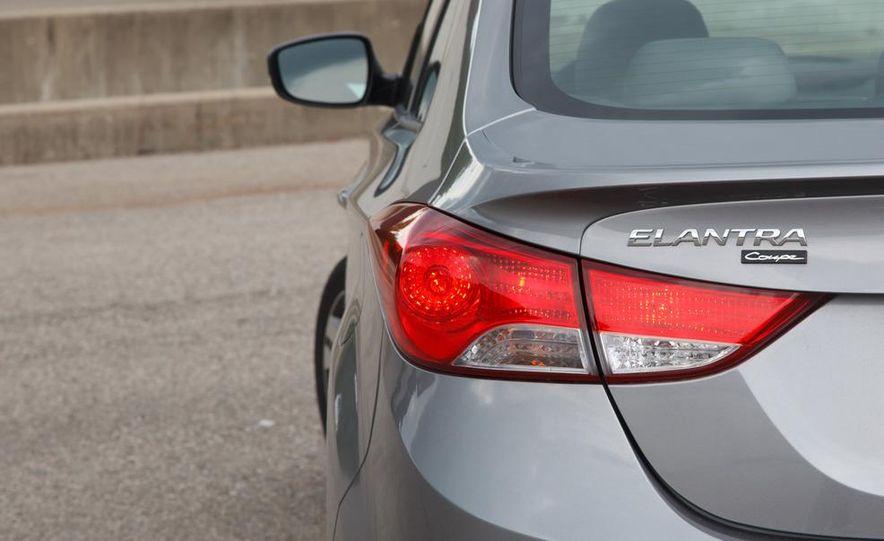 2013 Hyundai Elantra coupe - Slide 14