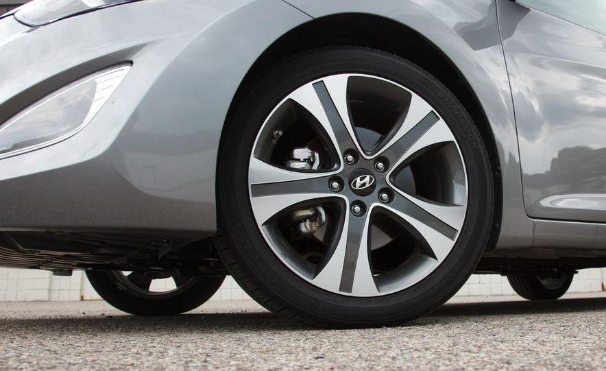 2013 Hyundai Elantra coupe - Slide 12