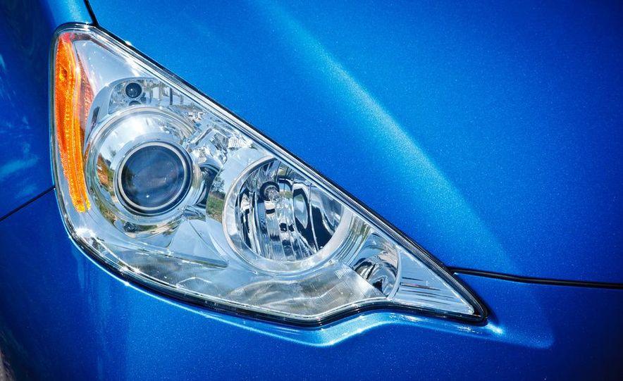 2012 Toyota Prius C - Slide 10