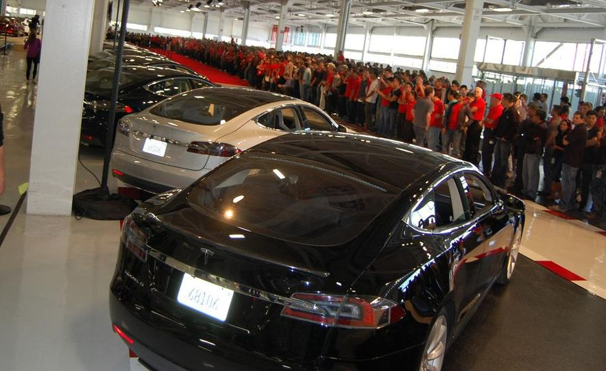 2013 Tesla Model S - Slide 2