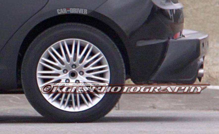 2014 Chrysler 100 (spy photo) - Slide 11