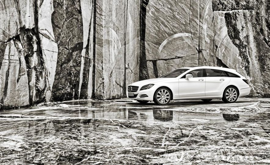 2013 Mercedes-Benz CLS500 4MATIC Shooting Brake - Slide 32