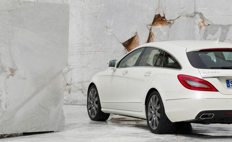 2013 Mercedes-Benz CLS500 4MATIC Shooting Brake - Slide 34