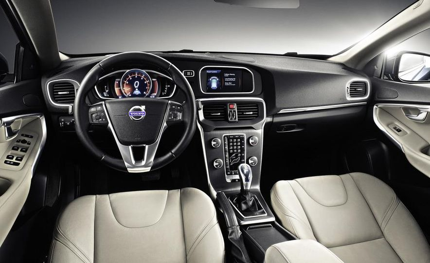 2013 Volvo V40 - Slide 17