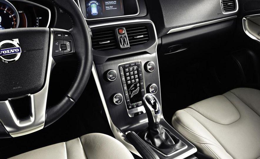 2013 Volvo V40 - Slide 18