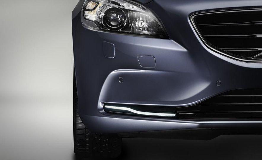 2013 Volvo V40 - Slide 15