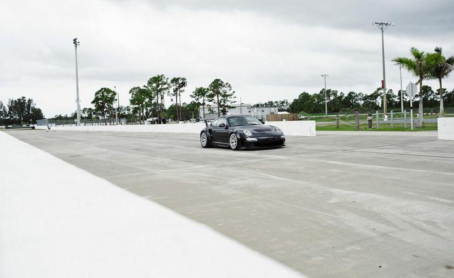 Champion Motorsport Porsche 911 Turbo RSR - Slide 4