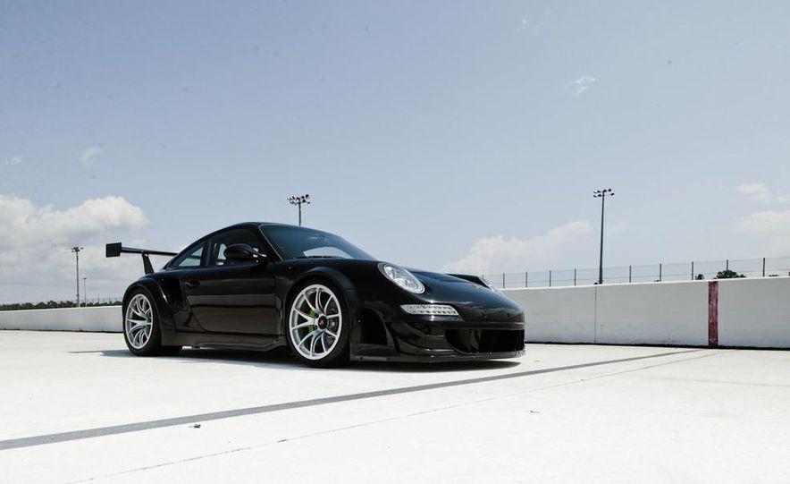 Champion Motorsport Porsche 911 Turbo RSR - Slide 6