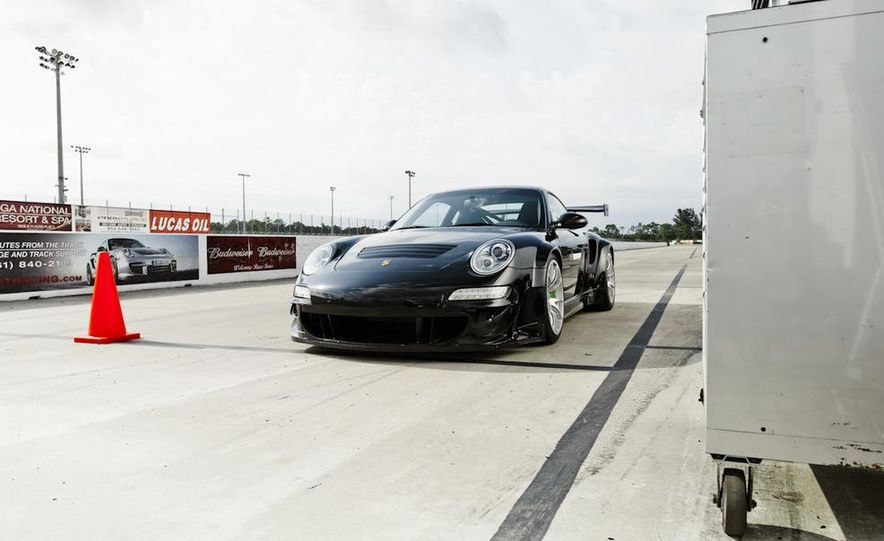 Champion Motorsport Porsche 911 Turbo RSR - Slide 10