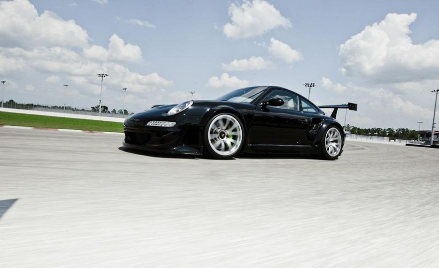 Champion Motorsport Porsche 911 Turbo RSR - Slide 15