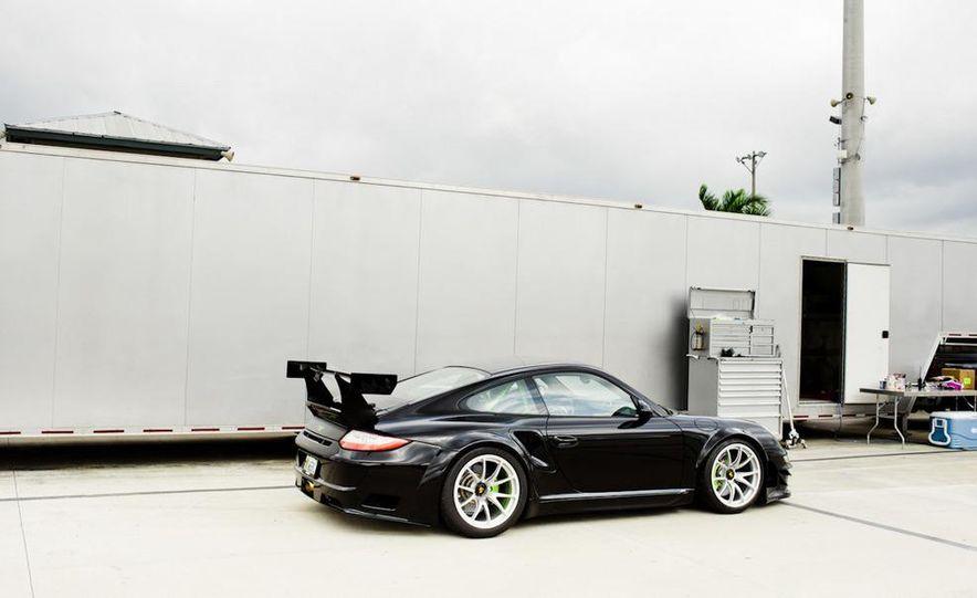 Champion Motorsport Porsche 911 Turbo RSR - Slide 18